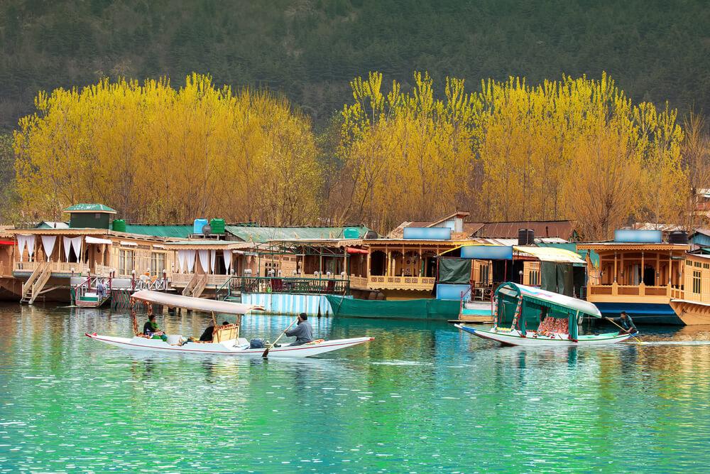 Dal Lake Houseboat - Kashmir