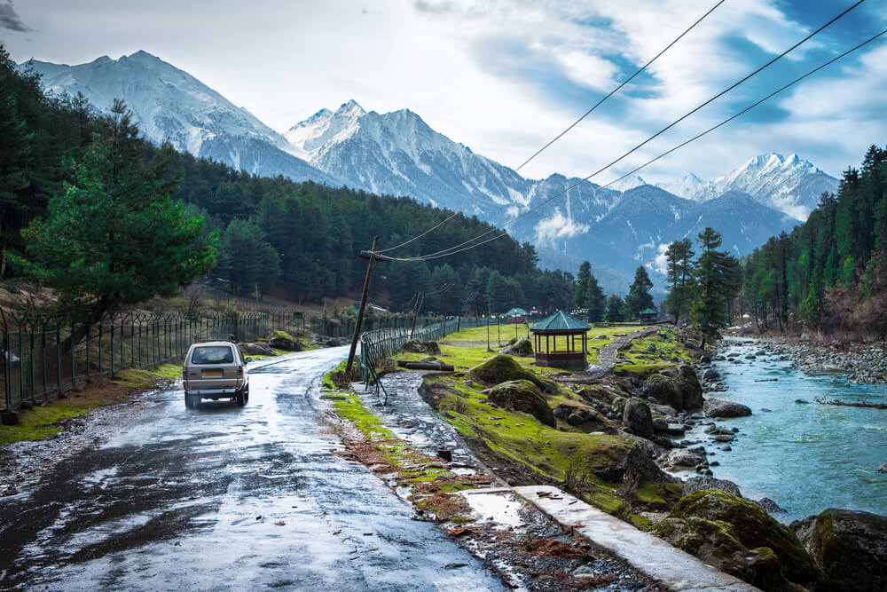 4 Places in Kashmir that will bring out your musical side!