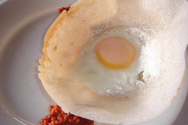 Egg hoppes with sambol