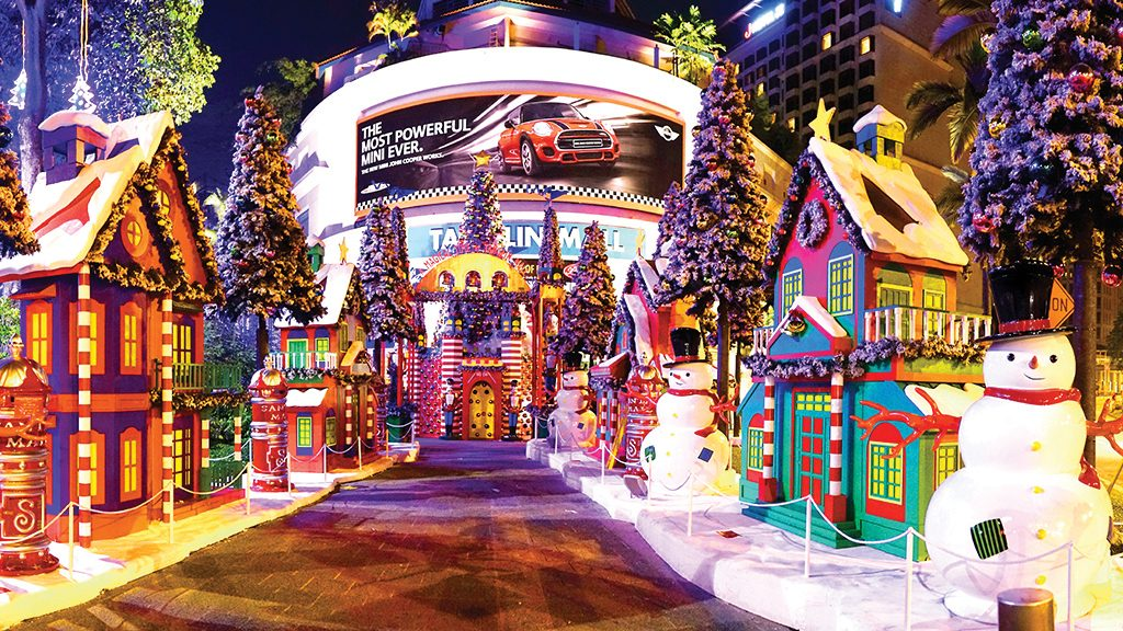 The perfect winter break celebrate christmas in singapore for Retail christmas decorations ideas