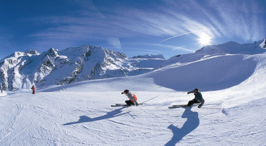 Auli Skiing - Places to Visit in India in December