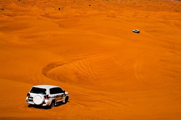 Dune bashing, Dubai