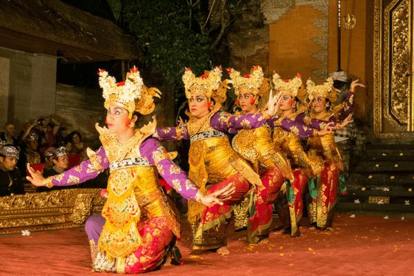 Cultural performance at the Ubud Palace, Bali