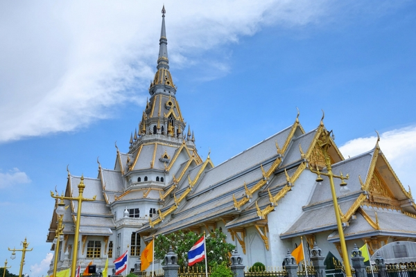 Wat Sothorn - 100 Places To Visit In Thailand