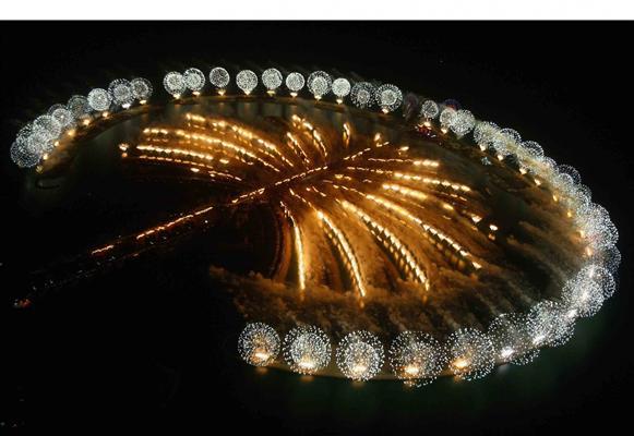 palm jumeirah at night