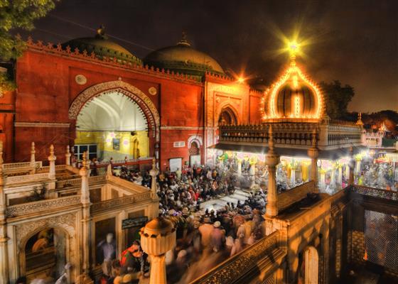 Qawwali at Hazrat Nizamuddin Dargah, things to do in Delhi