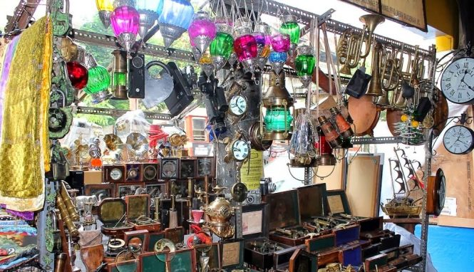 Lamps-at-Chor-Bazaar-Mumbai - 11 Best Places to visit in Mumbai