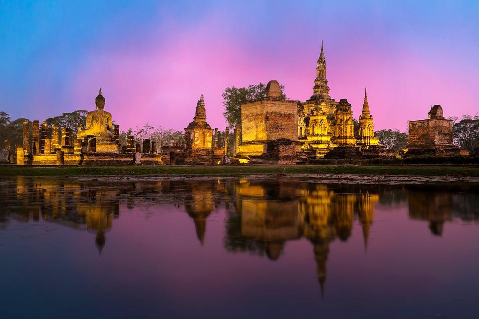 Exploring Thailand as a Young Traveler; The Contiki Way!