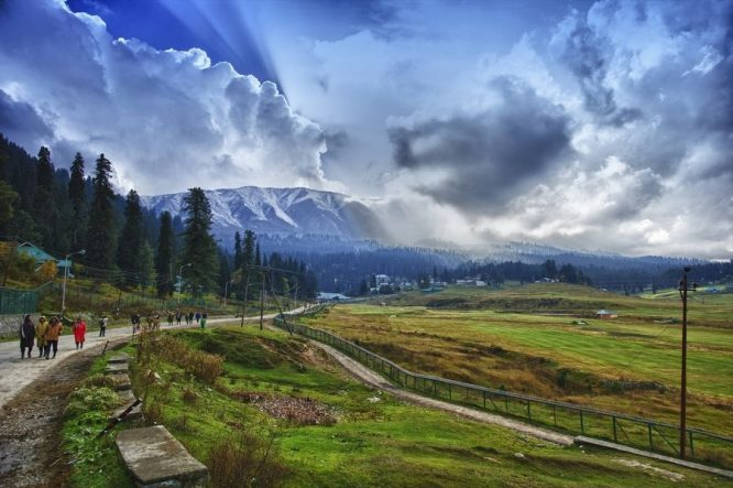 Kashmir- Best Hill Stations in India for Honeymoon