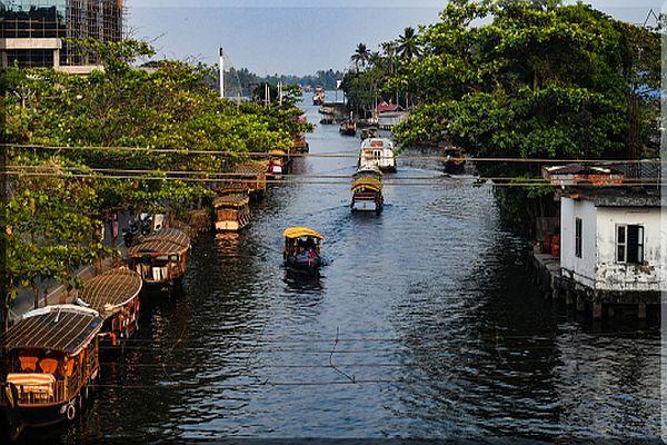 Canal Bazar-Alleppey