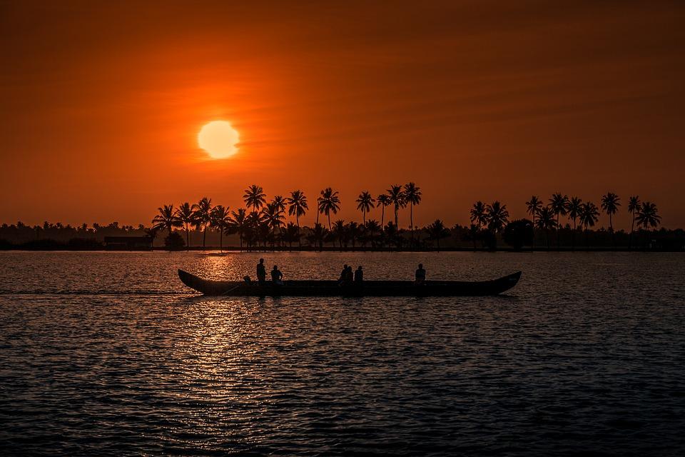 Kumarakom backwaters- Alleppey houseboat